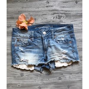 Jean Shorts 💙 with lace pockets